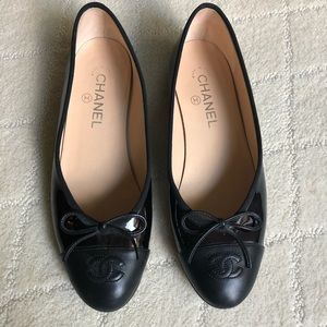 Chanel ballet flats - amazing condition.